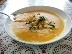 Cícerová polievka Cheeseburger Chowder, Thai Red Curry, Food And Drink, Vegan, Fruit, Cooking, Ethnic Recipes, Soups, Kitchen