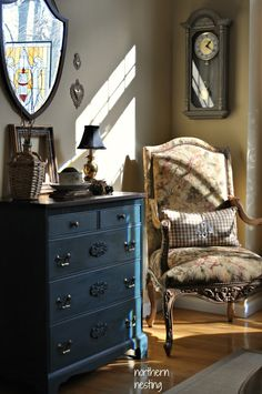 Northern Nesting: A new seating arrangement. Gogreous blue dresser.