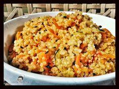 """Quinoa con leche de coco! Este es un plato rápido, completo, sencillo y colorista! Además… siempre hay una excusa para comer quinoa uUUuuUuUUummmmmmm Para l@s que no la conozcáis, la quinoa es un """"pseudocereal""""( en realidad es una leguminosa de la familia de las espinacas y la remolacha)que procede del altiplano boliviano, donde se cultiva ni más ni menos que …"""