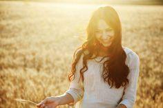 Qualunque cosa ti accada, nel corpo o nella mente o nel cuore, oppure nella consapevolezza, provocherà un cambiamento nell'intero organismo: ne sarai influenzato nel tuo complesso. Le membra di un'unità organica non sono solo parti assemblate, c'è qualcosa in più. (Osho)