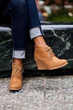 "Modische Damenschuhe ""Herbst-Winter"" 80 beste Fotoideen der Saison Fashionable women's shoes ""Autumn-Winter"" 80 best photo ideas of the season Look Fashion, Fashion Boots, Winter Fashion, Womens Fashion, Cheap Fashion, Fashion Purses, Jeans Fashion, Fashion Heels, Fashion Spring"