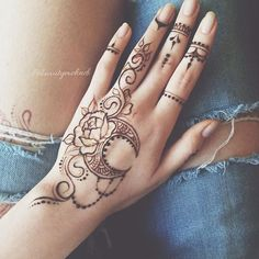 20 New Ideas makeup artist tattoo design body art Henna Tattoo Hand, Henna Tattoo Designs, Cute Henna Designs, Small Henna Tattoos, Finger Henna Designs, Henna Ink, Mehndi Designs For Fingers, Beautiful Henna Designs, Henna Mehndi