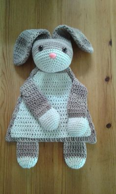 "Lappenpop uit het boek ""Gehaakte lappenpoppen"" a la Sascha. Gemaakt door Angela B. Crochet Lovey, Crochet Baby Toys, Crochet Headband Pattern, Manta Crochet, Easter Crochet, Cute Crochet, Crochet Animals, Baby Blanket Crochet, Crochet For Kids"