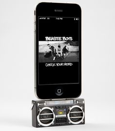 Mini Boombox iPod Dock - I want!