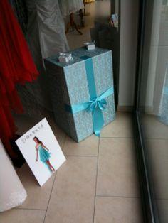 Unsere Brautkleidbox im Design TAPESTRY AQUA finden Sie im Brautstudio Lauretta Schmitz in Roetgen.  www.boxboutique.de www.brautmoden-schmitz.de #Brautkleidbox #BoxBoutique #WeddingDressBox