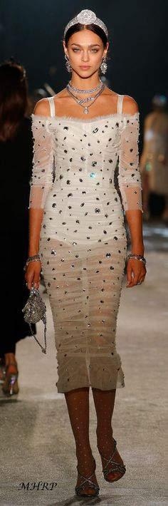 dolce-and-gabbana-fall-winter-2018-19-women-secrets-and-diamonds-fashion-show I love this look!!