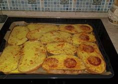 Isteni finom melegszendvics Hungarian Recipes, Arabic Food, Baked Goods, Zucchini, Hamburger, French Toast, Bacon, Sandwiches, Recipies
