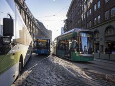 Helsingissä testataan: Vaihtaisitko autosi bussiin, taksiin ja vuokra-autoon 250 e/kk? Helsingin seudun liikenne on lähtenyt kimppaan suomalaisen kasvuyrityksen Maas Globalin kanssa. Kiinteällä kuukausihinnalla voi nyt hypätä bussiin, taksiin tai vuokra-auton rattiin.