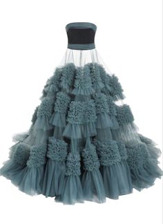 Strapless Embroidered Tulle Gown by Christian Siriano Classy Outfits, Pretty Outfits, Pretty Dresses, Beautiful Dresses, Kpop Fashion Outfits, Stage Outfits, Fashion Dresses, Mode Kpop, Tulle Gown