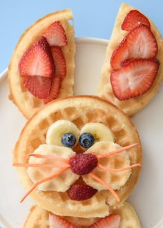 Easter Bunny Waffles - Fork and Beans Breakfast Waffles, Breakfast Plate, Breakfast For Kids, Easter Tree, Easter Bunny, Easter Wreaths, Strawberry Waffles, Frozen Waffles, Gluten Free Waffles