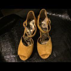 So cute wedge like heel Mustard color gently worn...really nice Sam Edelman Shoes Heels