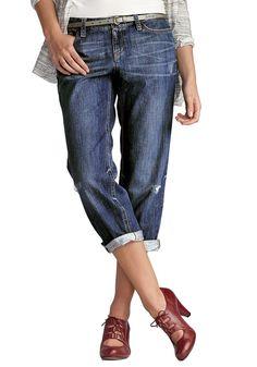 Bund leicht unterhalb der Taille, bequem an Hüfte und Oberschenkeln.  Der weiche Baumwoll-Denim macht unsere 7/8-Jeans so herrlich bequem. Das schmal zulaufende Bein sieht auch aufgekrempelt einfach großartig aus.   Bestellhinweis: Für eine etwas schmalere Silouhette und eine höhere Bundhöhe bestellen Sie bitte eine Nummer kleiner.   100% Baumwolle (in Bleached und Worn), 99% Baumwolle, 1% Elas...