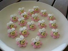 Little bees for cake or cupcakes http://amzn.to/2luw5mX