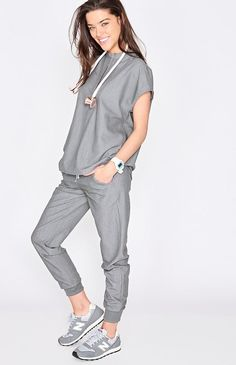 These sleek, stylish jogger scrub pants are super comfy but have a streamlined, urban-inspired feel and functionality to keep up with your hustle. Dental Scrubs, Cute Medical Scrubs, Cute Nursing Scrubs, Scrubs Outfit, Cute Scrubs Uniform, Dental Uniforms, Stylish Scrubs, Womens Scrubs, Diy Couture