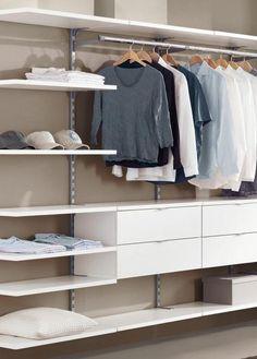 Sehr übersichtliches Regalsystem zum Bau eines begehbaren Kleiderschranks