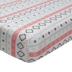 Ce drap-housse ajusté à fond blanc comprend des rayures géométriques très tendances et est 100% coton. Il comporte de plus une poche très profo...