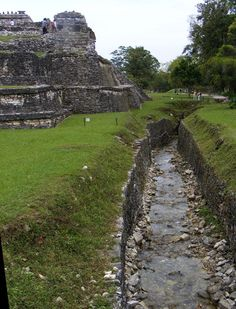 Palenque Murder: Death at the Maya Ruins