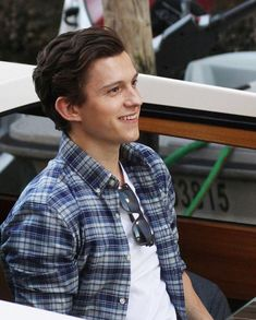 Peter Parker + outfits (part Baby Toms, Tom Holland Peter Parker, Tom Parker, Men's Toms, Tommy Boy, Hollywood, West London, Film Serie, Most Beautiful Man