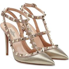 Valentino Rockstud Metallic Leather Pumps (10.662.080 IDR) ❤ liked on Polyvore featuring shoes, pumps, heels, valentino, schuhe, gold, nude shoes, pointy toe pumps, valentino pumps i nude pumps