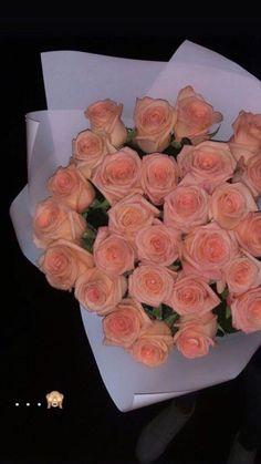 Beautiful Bouquet Of Flowers, Beautiful Roses, Beautiful Flowers, Luxury Flowers, Instagram And Snapchat, Aesthetic Pastel Wallpaper, Tumblr Photography, Flower Aesthetic, Instagram Story Ideas