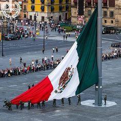 Imagen de bandera de mexico, ciudad de mexico, and ¡viva méxico!