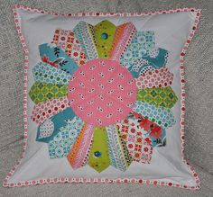 And I like the non-white center - My contribution to Sew Mama Sew Giveaway Day. Dresden Plate pillow in Flea Market Fancy and a few Picnic Dresden Quilt, Patchwork Cushion, Quilted Pillow, Sewing Pillows, Diy Pillows, Quilting Projects, Sewing Projects, Small Quilts, Quilt Blocks