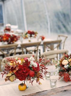 Centros de inspiración otoñal :: Fall inspired table with persimmons and fall foliage