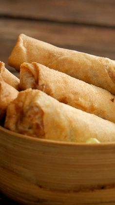 spring rolls- When they are homemade, they are more than anything else. Healthy Breakfast Recipes, Easy Dinner Recipes, Healthy Snacks, Dessert Recipes, Tasty Videos, Food Videos, Yellow Squash Recipes, Food Platters, Asian Recipes