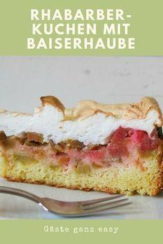 Rhabarberkuchen mit Baiserhaube ist im Frühjahr ein absolutes Muss.