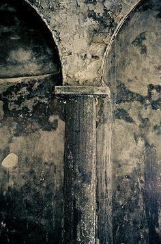 Black texture patina on this vintage photo almost looks like Wilsonart's Yaki Oak design. Wabi Sabi, Peeling Paint, Of Wallpaper, Shades Of Grey, 50 Shades, Textures Patterns, Wall Textures, Architecture Details, Shabby Chic