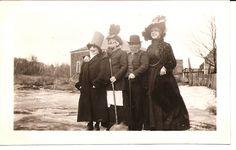 victorian goth lizzie borden look Vintage Images, Unique Vintage, Vintage Halloween Photos, Hobgoblin, Victorian Gothic, Vintage Photography, Trick Or Treat, That Way, Postcards