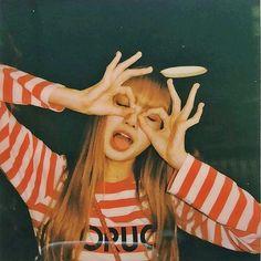 Lisa is so cute here Kim Jennie, Yg Entertainment, South Korean Girls, Korean Girl Groups, K Pop, Square Two, Lisa Blackpink Wallpaper, Lisa Bp, Lisa Blackpink Ig