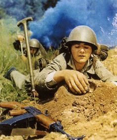 Engineer of the Czechoslovak People`s Army defusing a land mine. Land Mine, Warsaw Pact, Nova Era, Positive And Negative, German Army, Cold War, Armed Forces, Czech Republic, Death