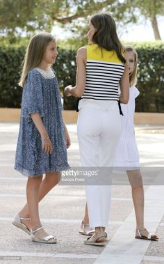 Princess Sofia of Spain (L), Queen Letizia of Spain and Princess Leonor of Spain (R) pose for the photographers during the summer photocall at the Marivent Palace on July 31, 2017 in Palma de Mallorca, Spain.