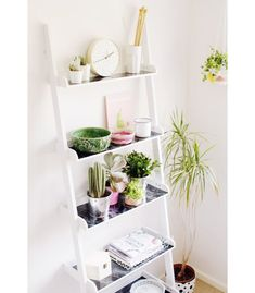Spice up a minimalistic ladder shelf with some patterns and color with this DIY Ladder Shelf Hack. This is a great tutorial for crafters undergoing DIY furniture projects or home renovations. Easy Home Decor, Handmade Home Decor, Minimalist Decor, Minimalist Bedroom, Minimalist Kitchen, Minimalist Interior, Minimalist Living, Diy Ladder, Plant Ladder