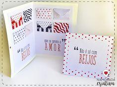 """Hoje trouxe 2 modelos super fofos de cartão para você mimar o(a) seu(a) """"Valentine"""" ♥  Os dois cartões trazem a frase """"Não é só com beijos que se prova o amor"""". Escolha o que mais te agrada! Um deles tem dentro vários envelopes, para você encher de mimos: chocolatinhos, balinhas, cartinhas etc. O outro é mais simples, mas igualmente fofo♥  MOLDES Cartão envelope Cartão simples  Material  Tesoura Cola Furador Fita Moldes impressos  Se você escolher o cartão dos envelopes, siga esse passo a…"""