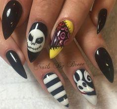 Creepy Scary Cool Halloween nail art idea, Nightmare Before Christmas | Decorado de unas