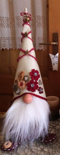 The gnome ornament collection thus far. Made woth pinecones, homespun, felt and clay. Christmas Sewing, Christmas Gnome, Christmas Projects, Felt Crafts, Holiday Crafts, Diy And Crafts, Scandinavian Gnomes, Scandinavian Christmas, Xmas Ornaments