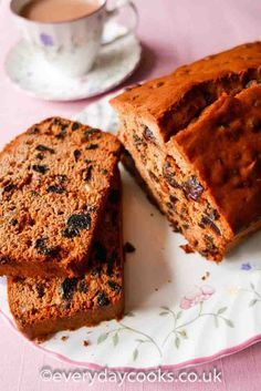 Everyday Fruit Cake is almost apologetically easy. Just weigh, stir and cook. For everyday eating, this fruit loaf cake is perfect - tasty, quick and easy. Easy Cake Recipes, Sweet Recipes, Baking Recipes, Dessert Recipes, Easy Fruit Cake Recipe, Fruit Cake Recipes, Quick Fruit Cake, Fruit Cake Loaf, Loaf Cake