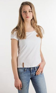 the perfect white t-shirt everyone needs check out the new blaccbird online store reutlingen rocks!