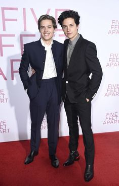 Dylan and cole sprouse Dylan Sprouse, Cole Sprouse Haircut, Sprouse Bros, Cole Sprouse Funny, Cole M Sprouse, Cole Sprouse Wallpaper, Lili Reinhart And Cole Sprouse, Zack Y Cody, Cole Sprouse Jughead