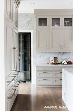 Coastal Contemporary kitchen with super white granite countertops, walls and island. Photo by Nicole Gerulat Kitchen Cabinets Handles And Knobs, Grey Kitchen Cabinets, Kitchen Cabinet Design, Interior Design Kitchen, Home Design, Upper Cabinets, Kitchen Island, Tall Cabinets, Contemporary Kitchen Cabinets
