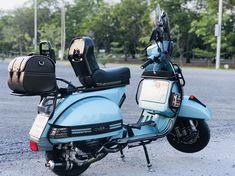 Custom seat modified Vespa PX with accessories Piaggio Vespa, Lambretta Scooter, Vespa Scooters, Vespa 150 Sprint, Vespa Px 200, Vespa Excel, Lml Vespa, Vespa Accessories, Vespa Italy