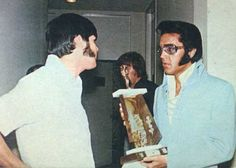 ELVIS PRESLEY PHOTO´S BLOG 3- 1970-1977: With Canadian fan club President Claude Laliberte in Las Vegas on August 24, 1970