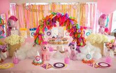 Decoração de festa infantil My Little Pony é fofa e ultracharmosa (Foto: karaspartyideas.com)
