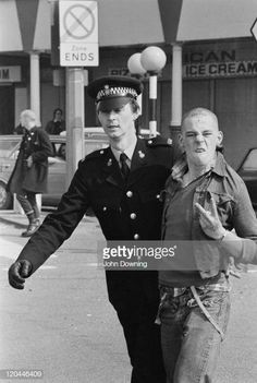 A police officer detains a skinhead in Southend-on-Sea, Essex, April Get premium, high resolution news photos at Getty Images Mode Skinhead, Skinhead Fashion, Skin Head, 70s Punk, Punk Goth, Dr. Martens, Arte Punk, Moda Vintage, Youth Culture