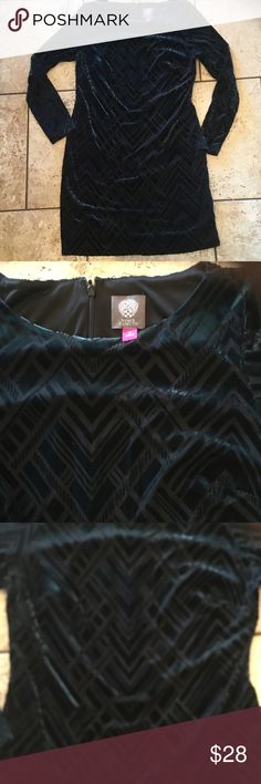 Velvet dress Dark teal forest green in color velvet dress. Vince Camuto size 12 . Worn once . Has great stretch . In perfect condition Two by Vince Camuto Dresses Midi