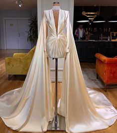 Glam Dresses, Event Dresses, Pretty Dresses, Fashion Dresses, Glamouröse Outfits, Beautiful Gowns, Evening Gowns, Evening Shawls, Ideias Fashion