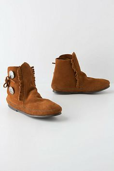 These totally look like something I could wear EVERY DAY. Do they look like the comfiest feet pillows you've ever seen or WUT?!?! (Buttoned Moccasin Booties - Anthropologie.com)