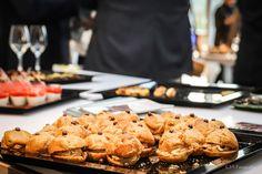 Les petits choux au foie gras, façon burger, avec chocolat apéritif coriandre #bebovetti #aperitif #recette #foiegras #festif #chocolat #idée #chef #cuisine #chocolate #sugar #madeinfrance #madewithlove #foodporn Foie Gras, Cookies, Desserts, Food, Cilantro, Chocolates, Eat, Recipe, Tailgate Desserts